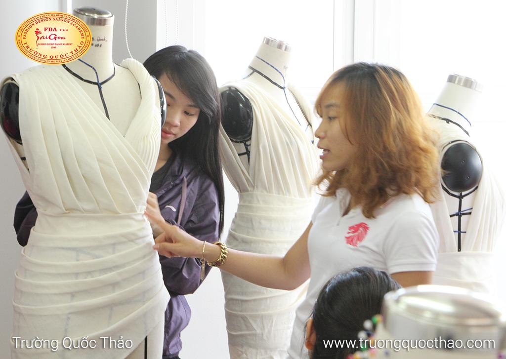 Draping - Lớp thiết kế thời trang trên mannequin